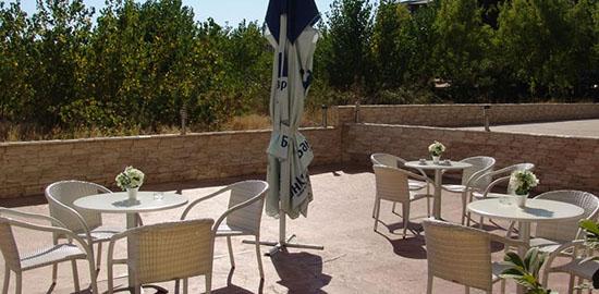 Хотел РУБИ - Слънчев Бряг е на първа линия пред уникалните пясъчни дюни на разстояние от 250 метра от плажната ивица. При нас ще намерите отлично обслужване и приятна атмосфера!